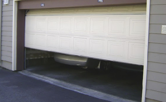 Garage Doors Services in Tamarac After a Storm