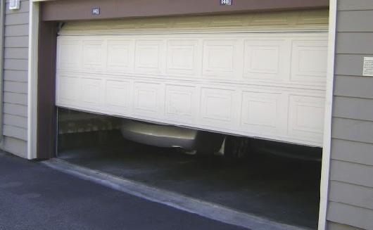 Garage Doors Services in Tamarac After a Storm