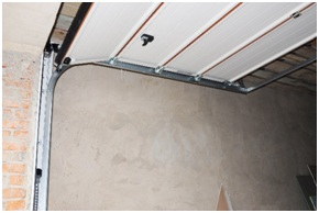 Garage Door Repair Contractor